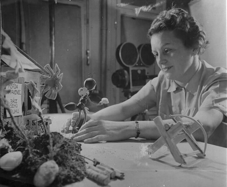 『アリのフェルダ』(1944年)を制作するヘルミーナ・ティールロヴァー provided by National Film Archive【会場内上映作品】