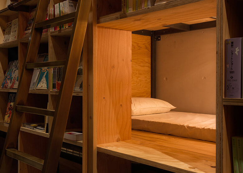 BOOKSHELF 引用元:BOOK AND BED TOKYO 公式サイト