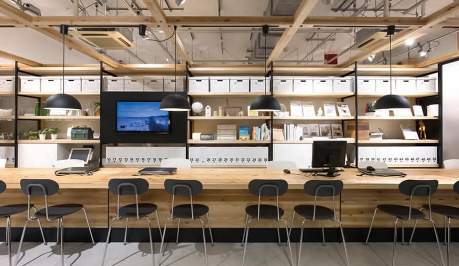 無印良品が手掛けるオフィス家具で働く場も感じ良く