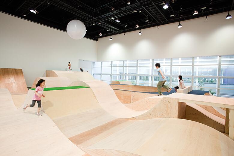2012年にYCAMで発表した「コロガル公園」の様子  画像提供:山口情報芸術センター[YCAM]