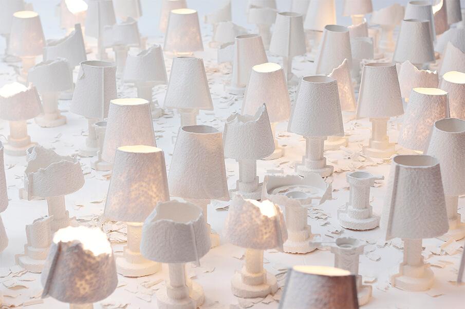 手でちぎって自ら形を作り上げる照明「TEARABLE LAMP」
