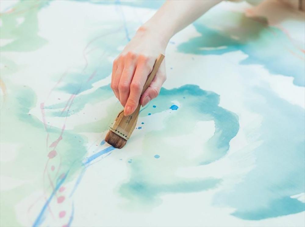 伝統ある手描き友禅の技法を用い、職人が染め上げた友禅生地の新ブランド「IROMORI」