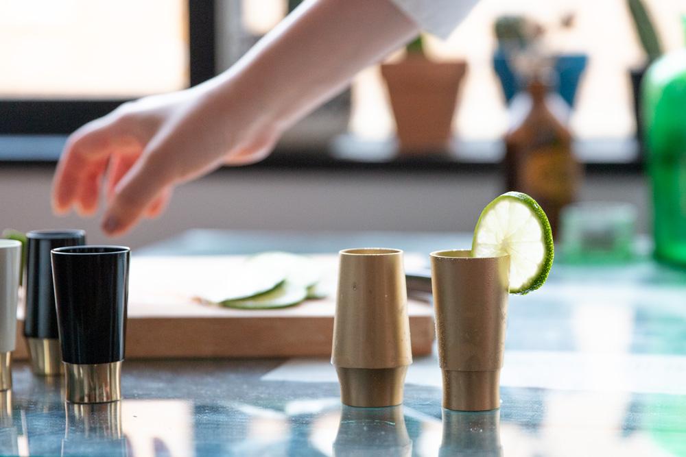 """仏具メーカーが、乾杯した時の""""音""""にこだわって作った酒器「Kanpai bell pair」"""