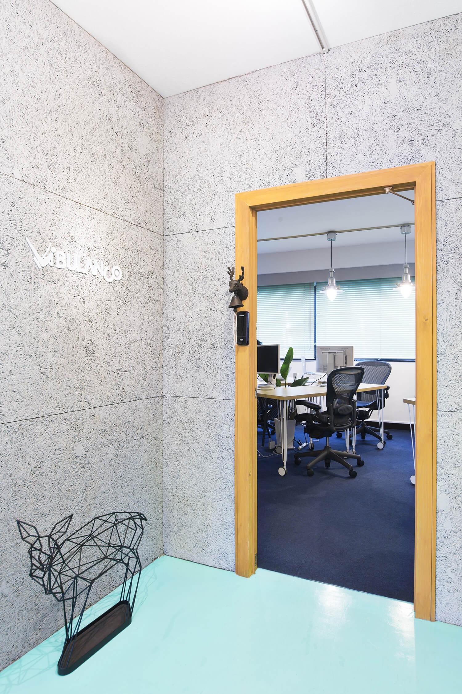 2014年8月の移転に際して、事務所のインテリアデザインを行いました。
